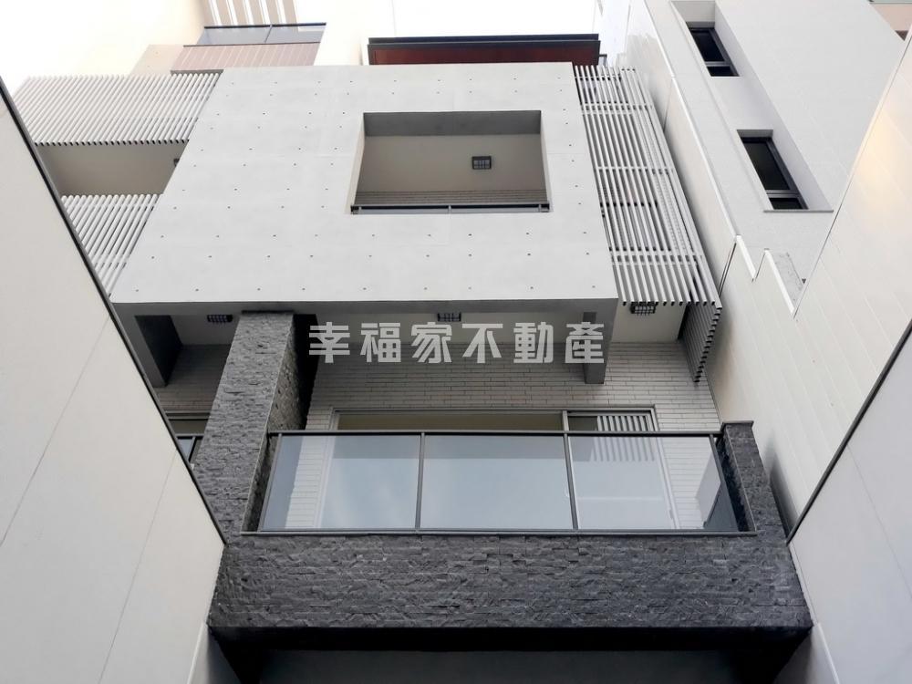 綠建築概念全新電梯雙車墅
